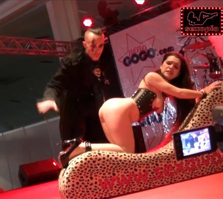 Vídeo Gratis: Señor Filth y Chiara Diletto en Salón Erótico de Murcia 2014